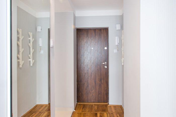 Drzwi wejściowe, korytarz